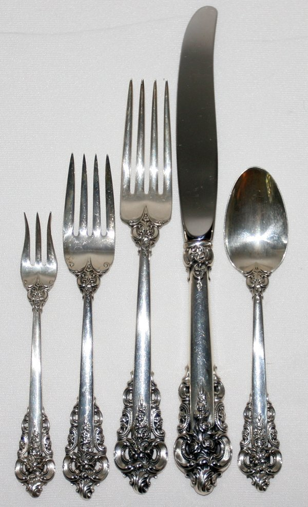111027: WALLACE 'GRAND BAROQUE' STERLING FLATWARE