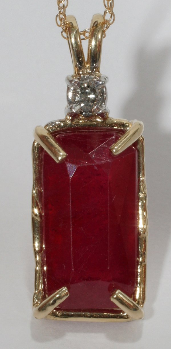 120018: 14K YELLOW & WHITE GOLD 10.46 CTS RUBY PENDANT