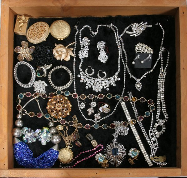 120447: RHINESTONE, CRYSTAL BROOCHES, NECKLACES, 31