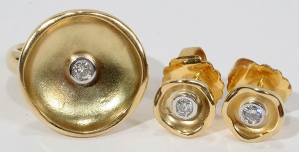 010012: DIAMOND RING AND EARRINGS SET IN 18KT Y/GOLD