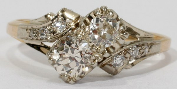 010015: 14KT WHITE & YELLOW GOLD AND DIAMOND RING