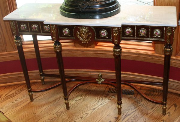 020004: MARBLE TOP BRONZE ORMOLU CONSOLE TABLE, H 33""
