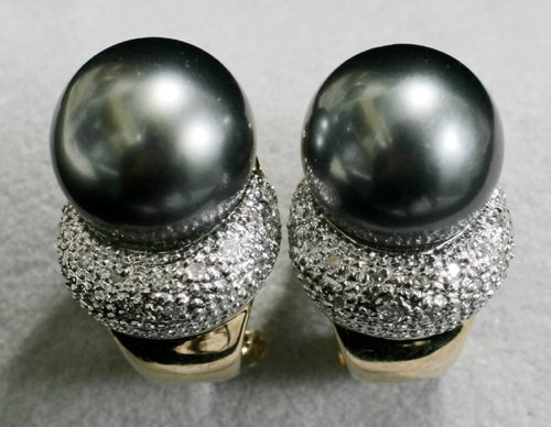 040007: GOLD EARRINGS, 0.18 CT DIAMOND & TAHITIAN PEARL