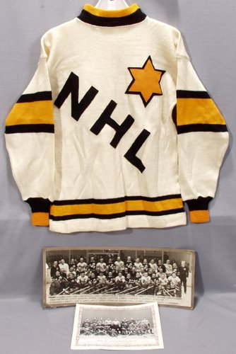040013: 1934 NHL ALL STAR' HOCKEY SWEATER & TEAM PHOTO