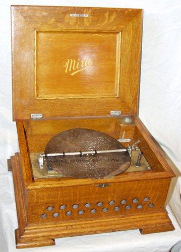 041010: MIRA, AMERICAN OAK DISC MUSIC BOX