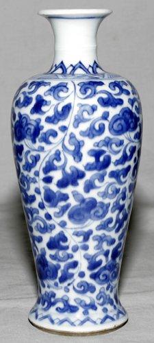 041017: CHINESE BLUE & WHITE WARE PORCELAIN VASE