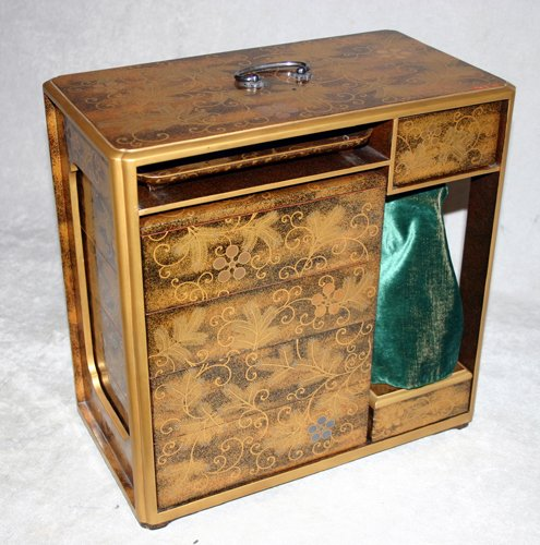 041022: JAPANESE GOLD LACQUER PICNIC CABINET