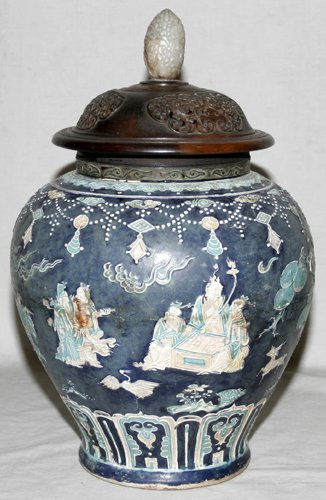 041044: CHINESE MING WARE POTTERY JAR W/ WOOD COVER