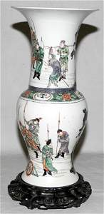 041050: CHINESE PORCELAIN VASE, YUNG CHENG PERIOD