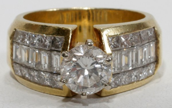 050011: LADY'S 18KT GOLD & 2.0 CTW DIAMOND RING