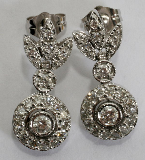 050015: 1.25 CT. DIAMOND DANGLE EARRINGS, L 3/4""