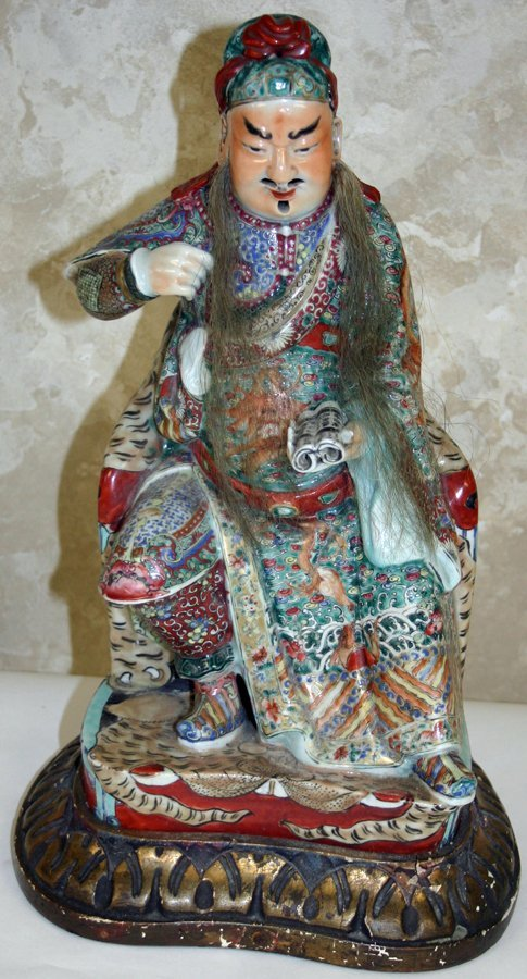 052231: CHINESE PORCELAIN SEATED FIGURE ON WOODEN BASE