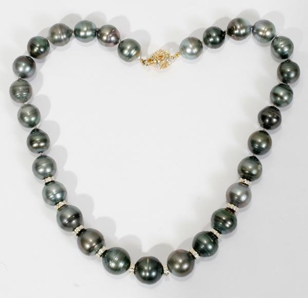 070004: PEARL NECKLACE WITH DIAMOND ROUNDELS AND GOLD
