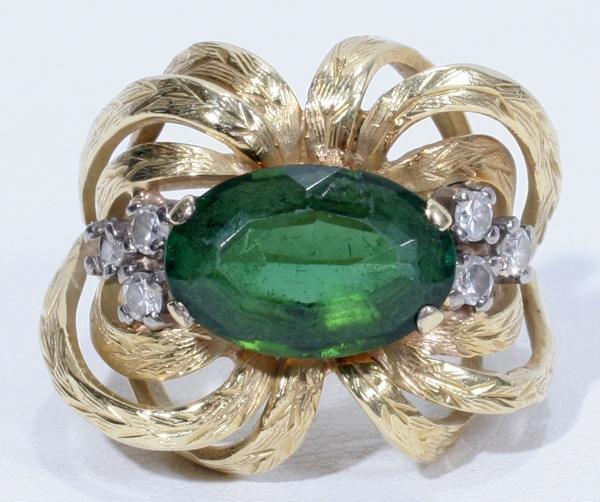 070005: YELLOW GOLD, TOURMALINE & DIAMOND RING,