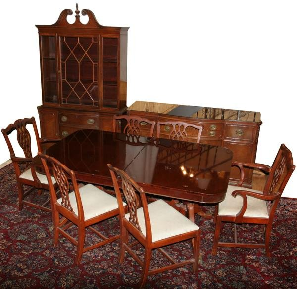 070020: MAHOGANY DINING ROOM SET, 9 PCS. PLUS ONE LEAF