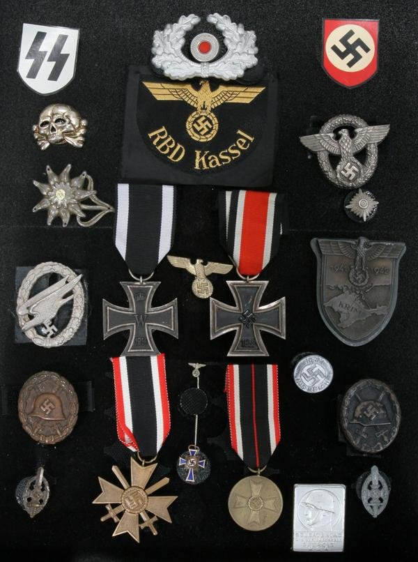 070249: WWII GERMAN MILITARY BADGES AND MEDALS, 22 PCS.