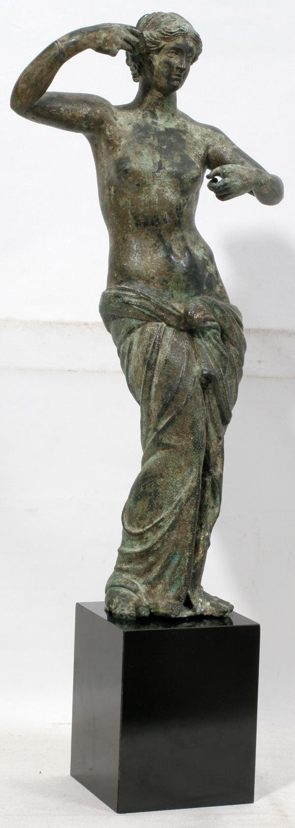 072372: PATINATED BRONZE FIGURE OF ROMAN GODDESS,