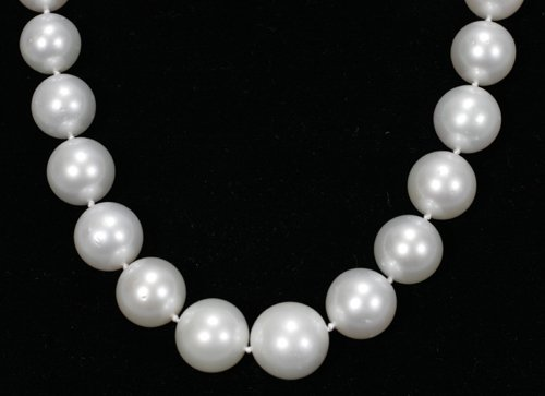 050005: SOUTH SEA PEARL NECKLACE W/ DIAMOND CLASP