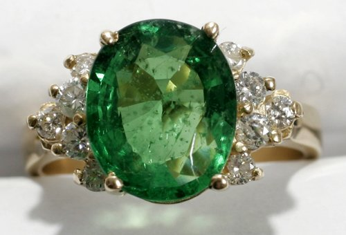 050021: GOLD,DIAMOND & GREEN TSAVORITE GARNET RING