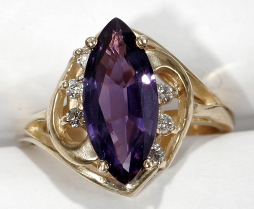 050024: GOLD, DIAMOND & ~2.5 CT PURPLE SAPPHIRE RING