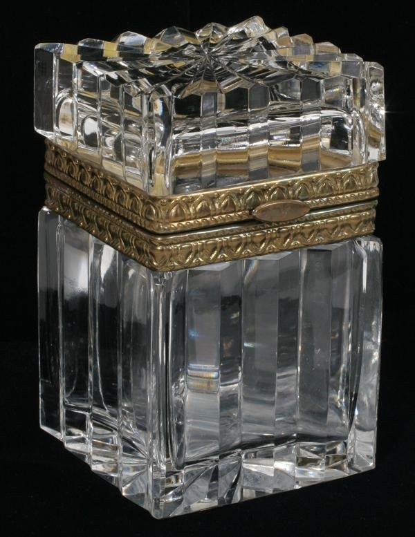 082394: FRENCH CRYSTAL BOX WITH HINGED LID, H 4 1/2""