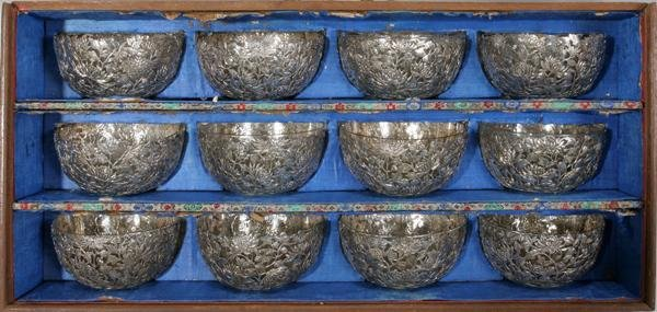 091010: CHINESE EXPORT SILVER BOWLS WITH GLASS LINERS,