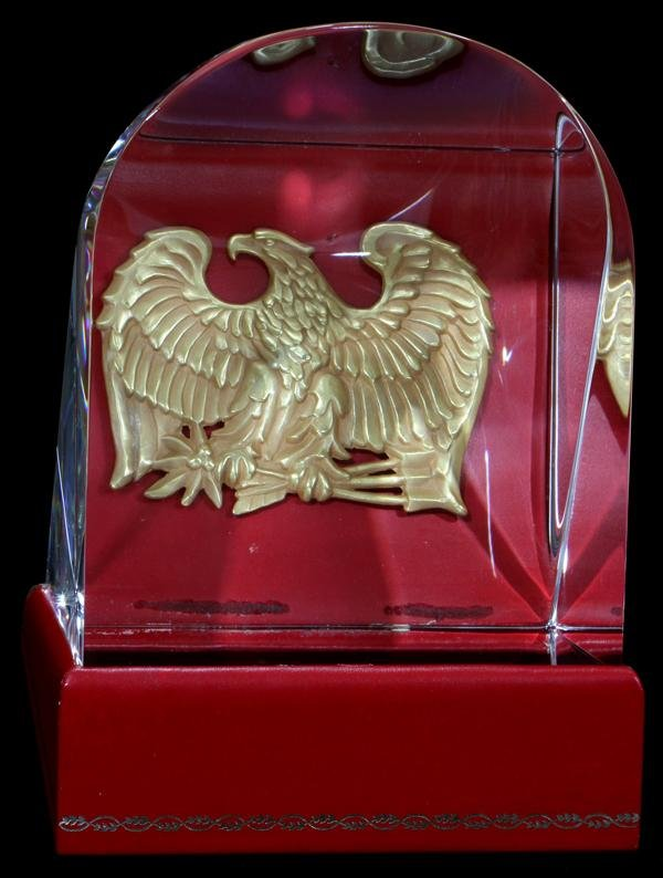 """110009: STEUBEN GLASS """"PRISM OF THE EAGLE', H 6"""", W 4"""""""