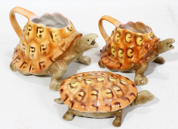 110022: ROYAL BAYREUTH PORCELAIN TURTLE PITCHERS AND