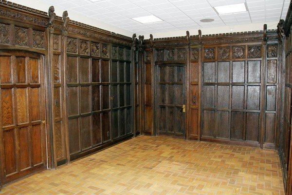 "120010: ENGLISH CARVED OAK PANELED ROOM, H 9' 10"","