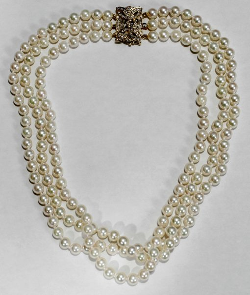 060016: CULTURED PEARL NECKLACE, GOLD & DIAMOND CLASP