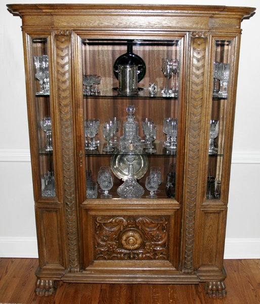060023: ENGLISH GOTHIC CARVED OAK CHINA CABINET