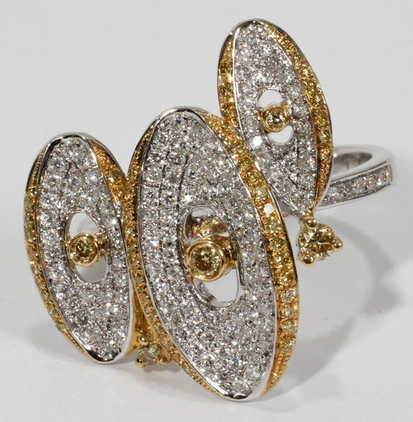 020016: 18KT TWO-TONE GOLD AND DIAMOND RING, 0.75 CTW