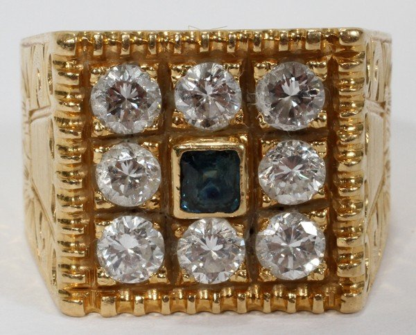 022021: DIAMOND AND SAPPHIRE 18 KT GOLD RING