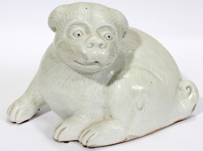 031019: CHINESE EXPORT WHITE PORCELAIN FIGURE OF A DOG
