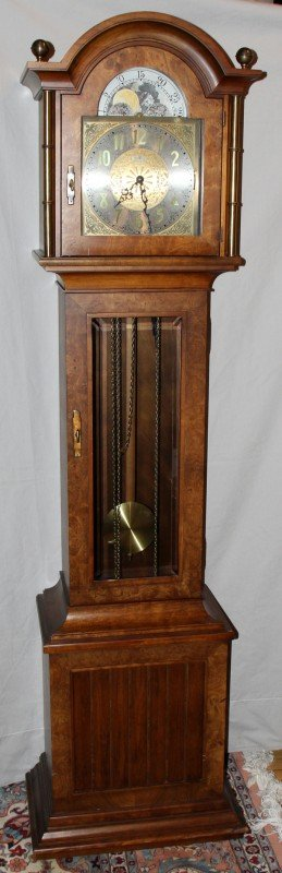 "040016: HOWARD MILLER GRANDFATHER CLOCK, H 79"", W 20"","