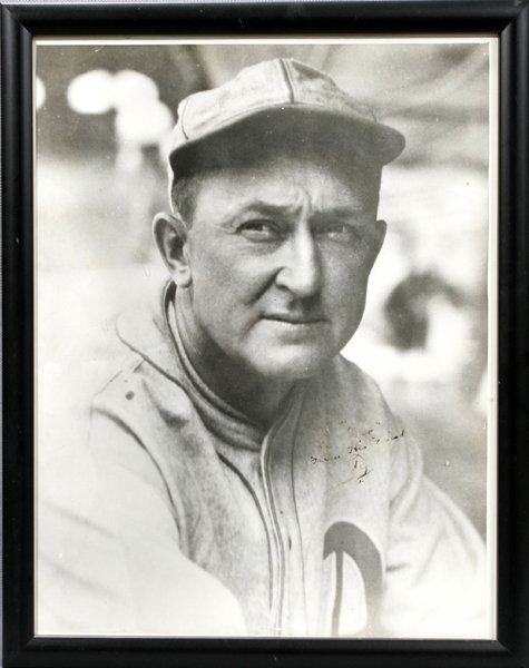070283: AUTOGRAPHED B/W PHOTO OF TY COBB
