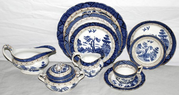 072435: BOOTHS OLD WILLOW PORCELAIN DINNER SERVICE
