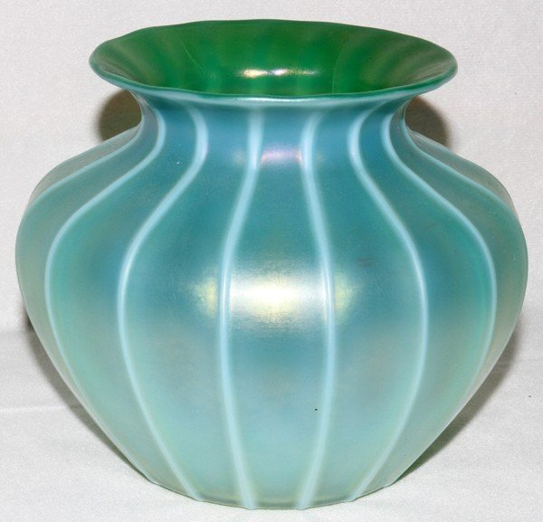 "061016: STEUBEN ORIENTAL JADE GLASS VASE, H 5"","