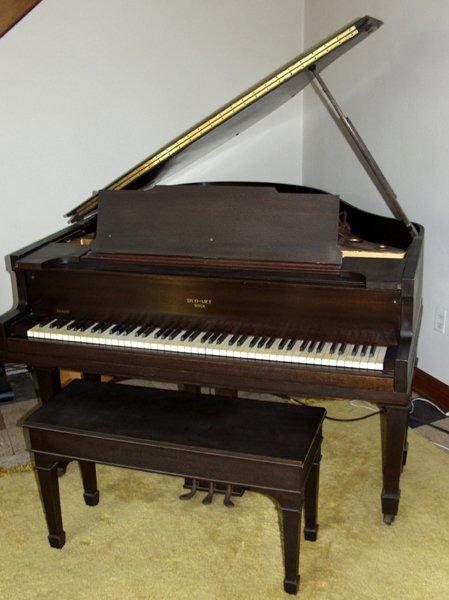 "080007: DUO-ART ""AEOLIAN"" PLAYER PIANO, MUSIC CABINET"