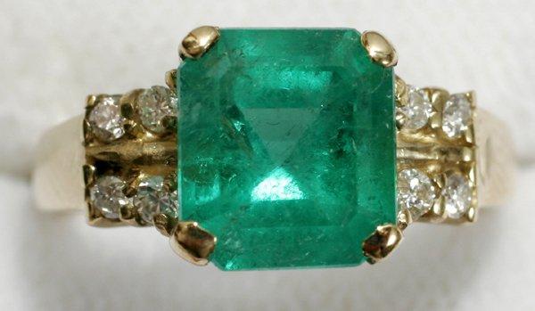 080012: 2.61 COLOMBIAN EMERALD, DIAMOND & GOLD RING