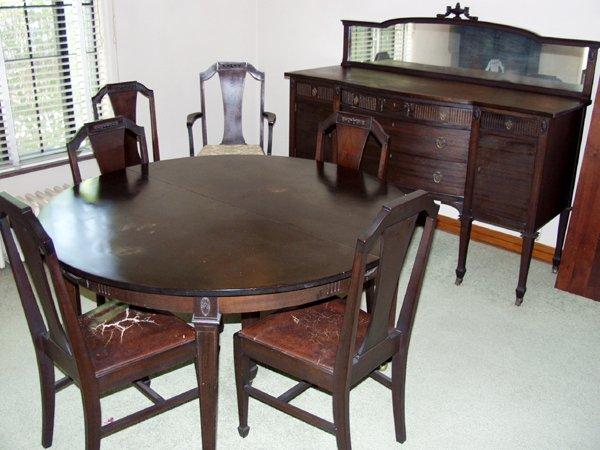 080003: HEPPLEWHITE MAHOGANY DINING ROOM SET