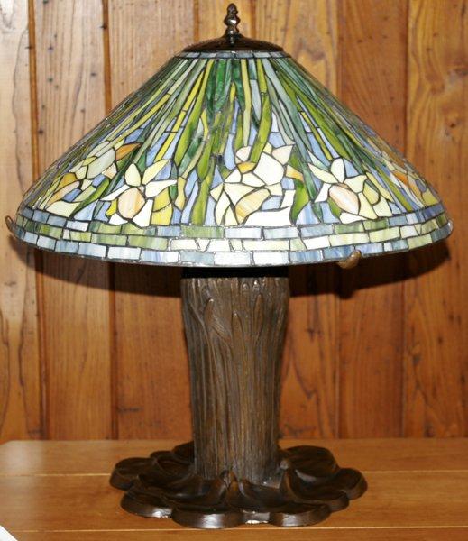 082023: ART GLASS & BRONZE TABLE LAMP