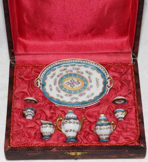 091376: LIMOGES PORCELAIN MINIATURE TEA SET, C. 1900