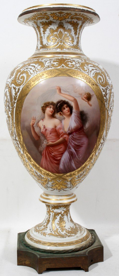 100007: SEVRES HAND PAINTED & FIRED GOLD PORCELAIN URN