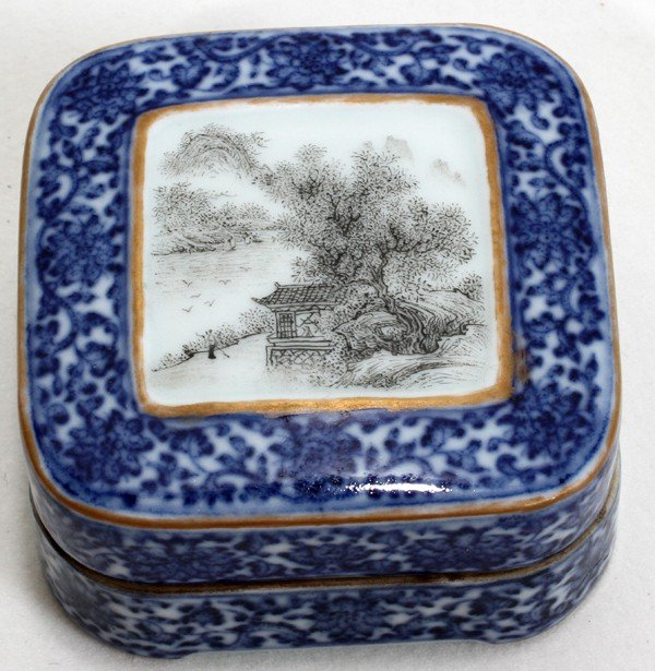 100016: CHINESE BLUE WHITE PORCELAIN COVERED INK BOX,