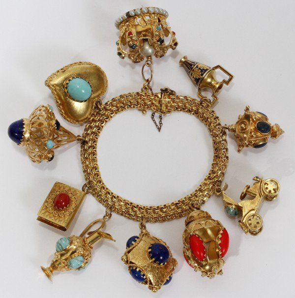 101008: 18KT YELLOW GOLD BRACELET HUNG WITH CHARMS (10)