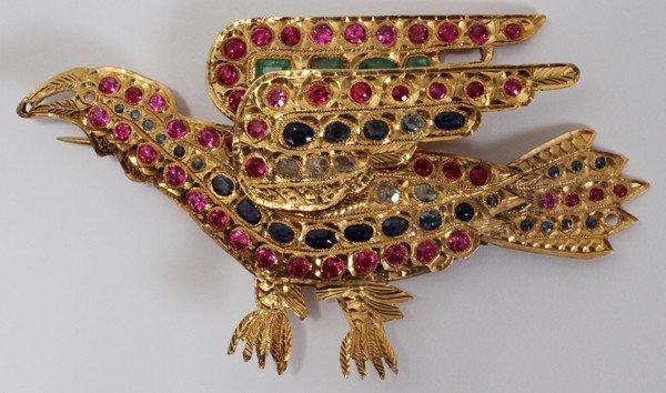 101009: INDIAN GOLD BROOCH: BIRD W/EMERALDS. RUBIES, &