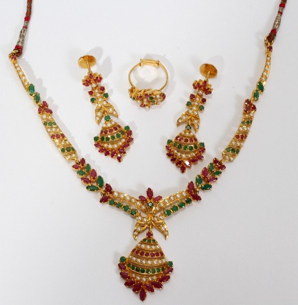 101010: INDIAN GOLD, DIAMOND, RUBY & EMERALD NECKLACE,