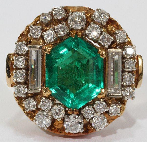 101013: 14KT YELLOW GOLD, EMERALD & DIAMOND RING
