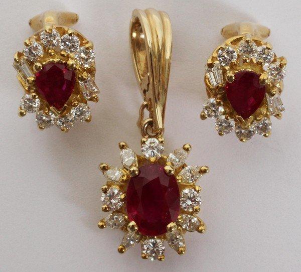 101014: RUBY & DIAMOND PENDANT AND PAIR OF EARRINGS
